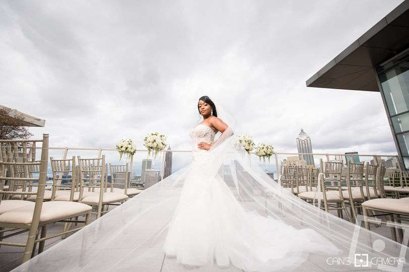 Liz bridal portrait - ventanas