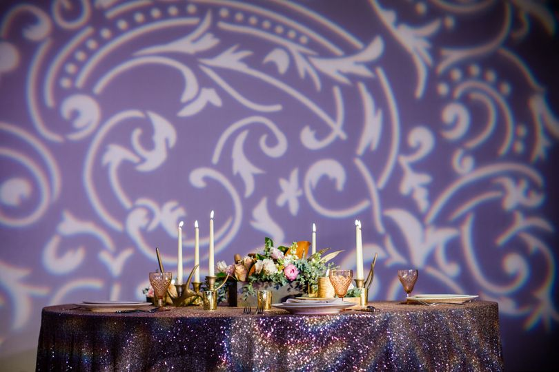 Sweetheart table | Photo by: Freeland Photography