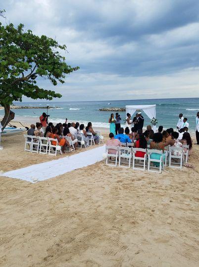 9fa2d768215effbb 1526347712 3f7533d5448c60ea 1526347713381 2 Wedding on Beach