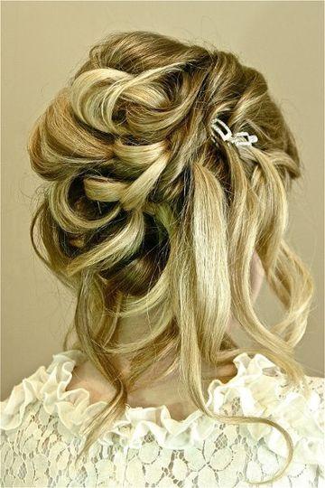 Hair: Noreen Goodman Makeup: Roxanne Paris Photo: Cindy Airey