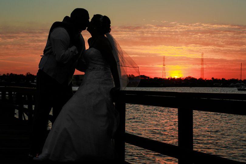 55849907367f6f99 1529686469 ad550eeb724813b4 1529686442576 9 wedding sunset riv