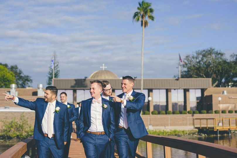 Photo with the groomsmen