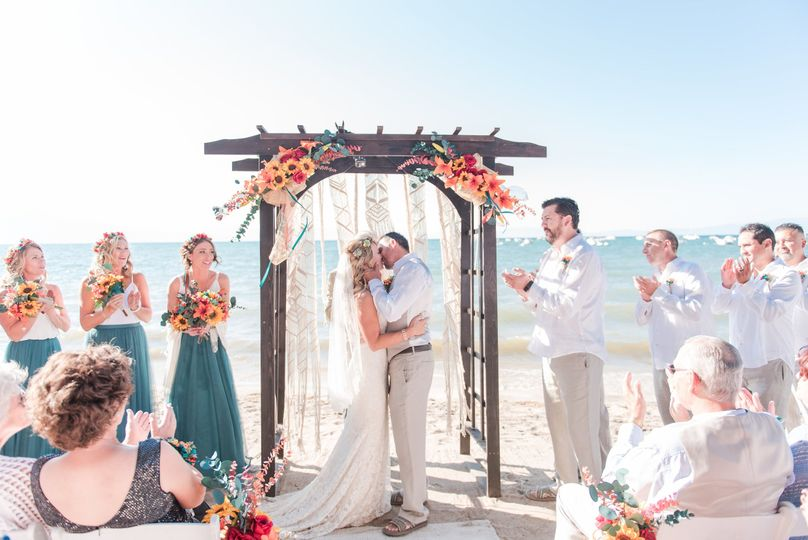 Beach wedding| Maura Jane Photography