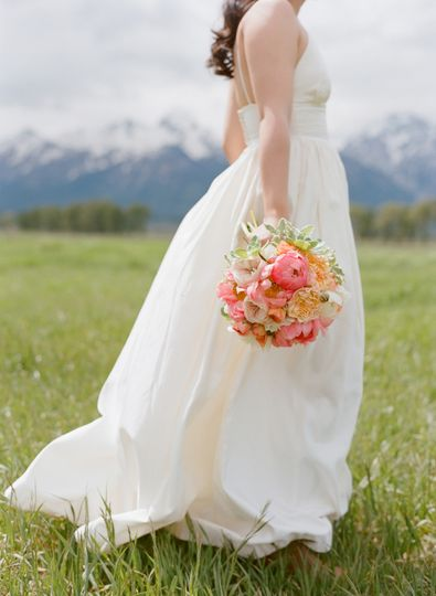 teton bride and bouquet