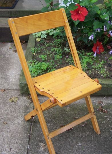 Wood varnished chair