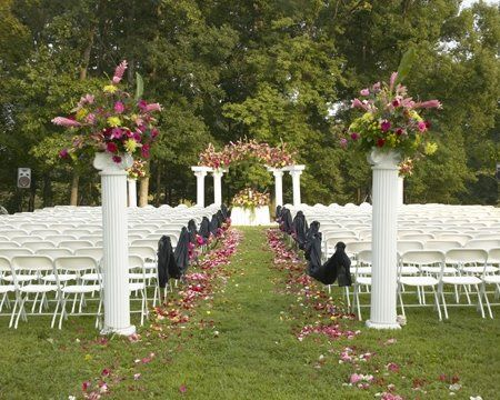 Picturesque park setting for a wedding ceremony, choose from many unique nature backdrops.