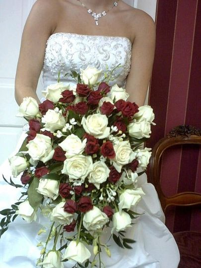 Cream and red rose cascade