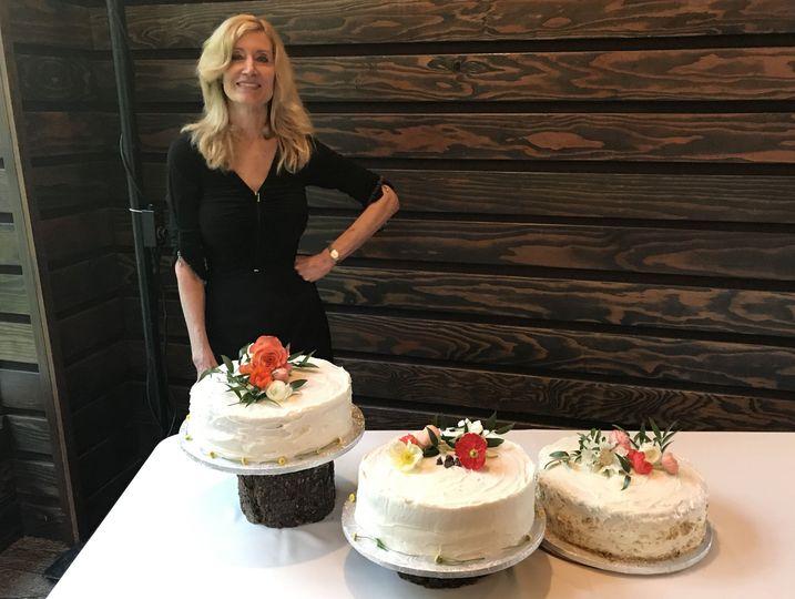 05bf77b3f827cc64 FullSizeRender three wedding cakes carrot choco chip kaluah a