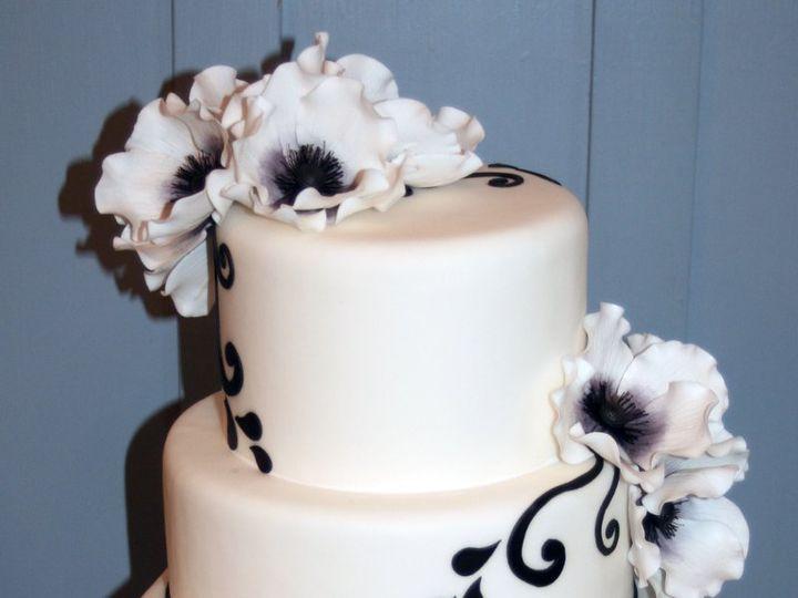 Tmx 1343754775167 122011VTVowsBlkandWhite Raleigh wedding cake