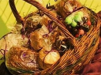 GOURMET GIFT BASKETS FOR GUEST HOTEL ROOMS & WELCOME GIFTS