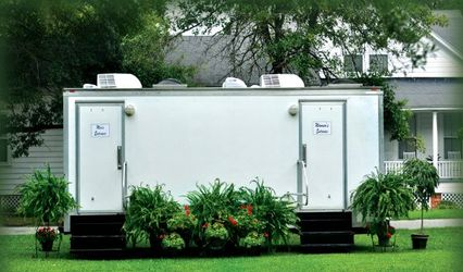 FANCY FLUSH AND FLASH-RESTROOM TRAILERS & PHOTOBOOTH