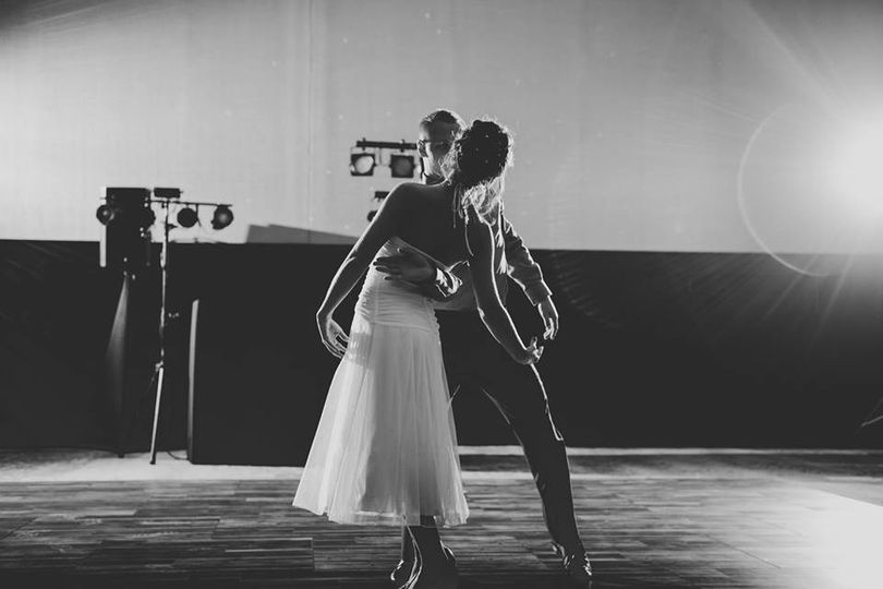 Bride and groom show off their dance moves | Sullivan Photography