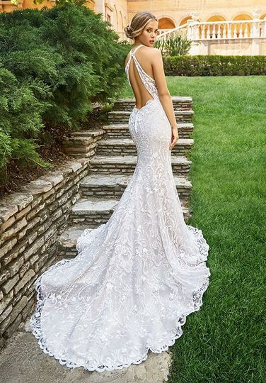 Wedding dress with long tail