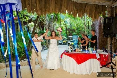 Bar Service| Photo Credit: Romantic Travel Belize