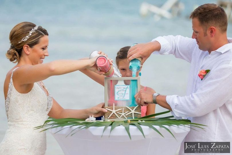 Sand Ceremony | Photo Credit: Dulce Belize Weddings