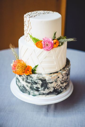 Cake with floral decorations