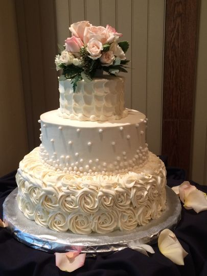 holy cannoli sweet shoppe llc wedding cake fairport ny weddingwire. Black Bedroom Furniture Sets. Home Design Ideas