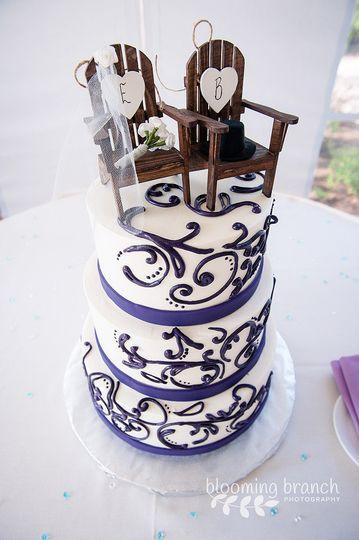 Purple detailing on wedding cake