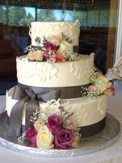 3-tier floral cake with grey ribons