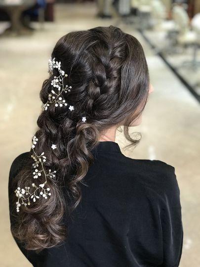 Dainty hair details