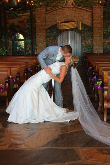 A beautiful wedding at Integrity Hills in Ridgedale, Mo.