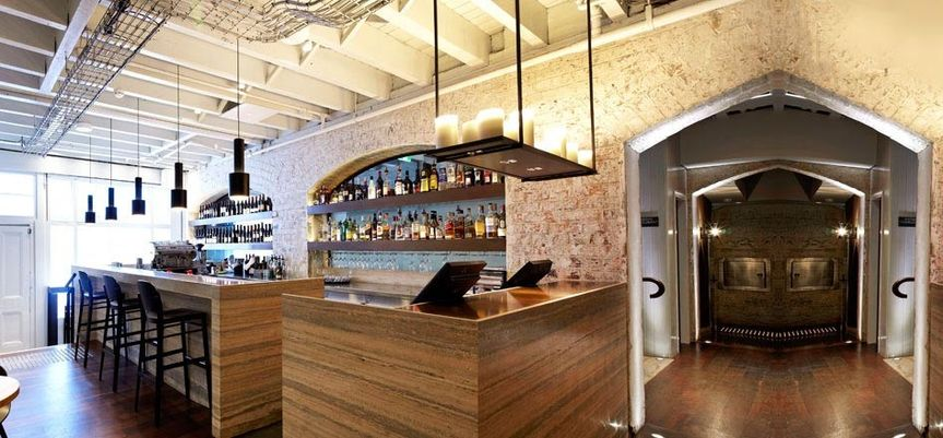banner lobby winebar