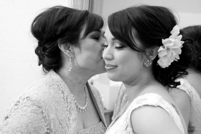 A special moment between Mother and Bride