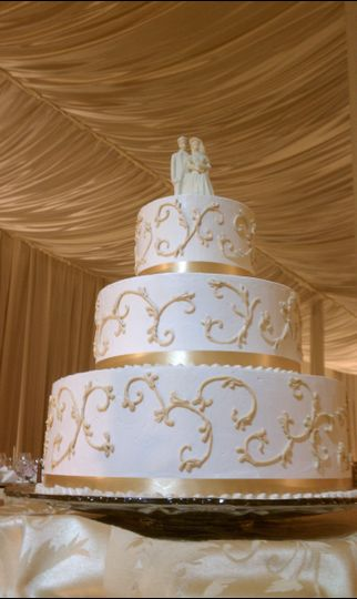 Gold detailing on the cakes