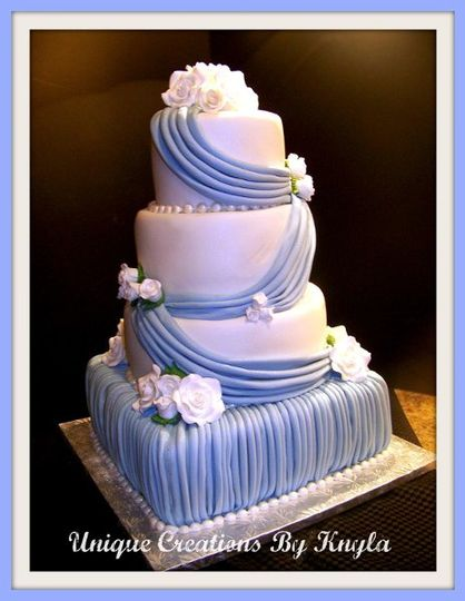 800x800 1292809715616 holleyweddingcake2