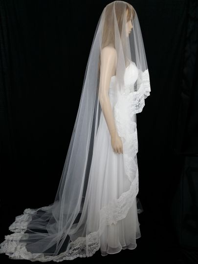 PAISLEY - Exquisite double layered tulle veil with delicate soft lace edging in a detailed flower...