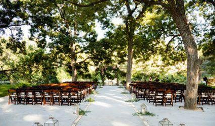 The Salt Lick: Thurman's Mansion & Pecan Grove