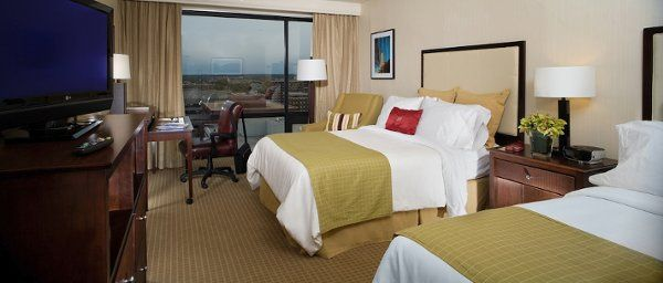 Crowne Plaza Guest Room with two Double Beds