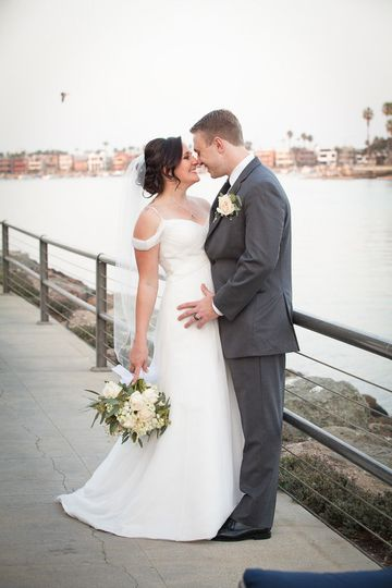 Couple portraits by the water are some of our favorites