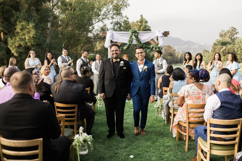 Beautiful spring Los Angeles wedding at the Wilson Harding Clubhouse