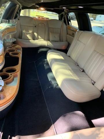 8 Passenger Lincoln Limousine