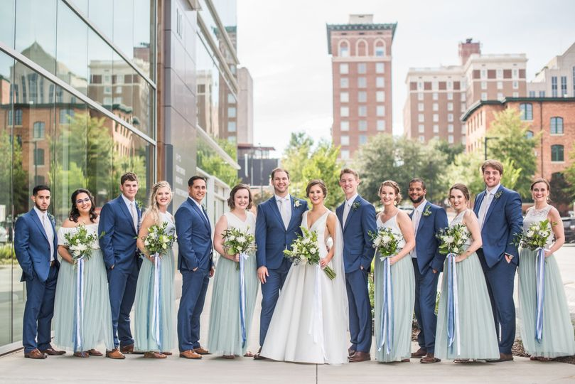 Newlyweds, bridesmaids and groomsmen | Photo by Jessie Modlin