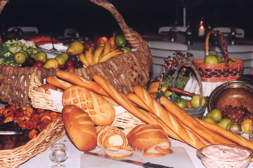 Assorted vegetables and bread