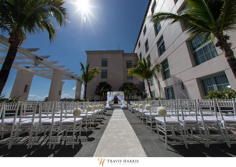 Moden white rooftop pool ceremony