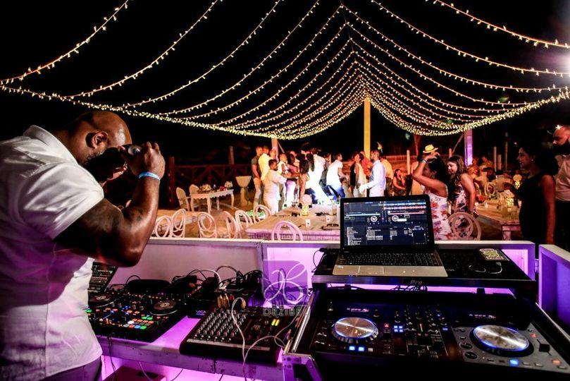 b77956b245437434 Fernanda Darren Cancun beach wedding 34
