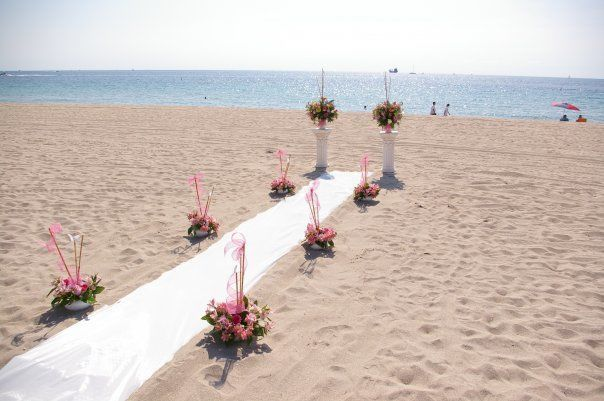 Tmx 1520803597 207300a9f8a532d2 1520803597 B55fe2388f0d0076 1520803594828 6 1916127 1263168189 Hollywood, Florida wedding florist