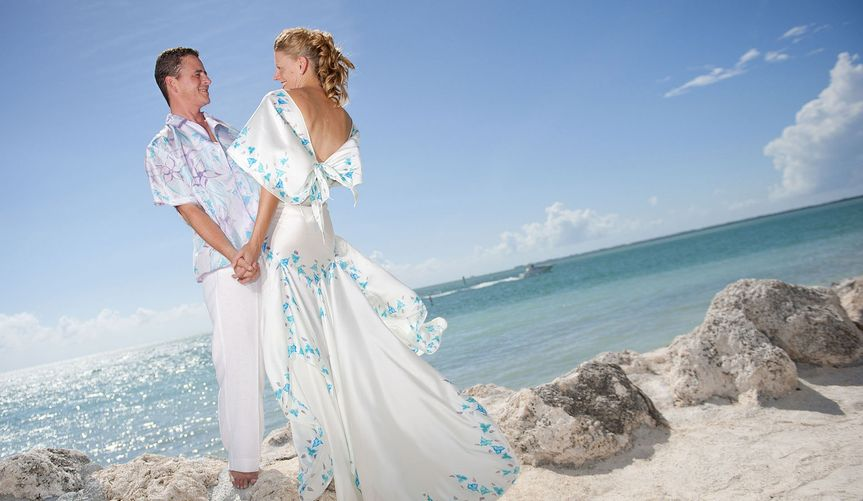 c003alohashirtslook1withbrideperfectbeachweddingat