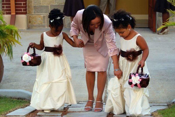 Encouraging flower girls to make it down the aisle