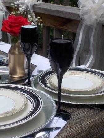 black wine glasses wedding table