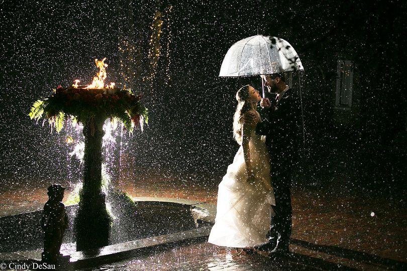 dd31923ccc45917f Cindy DeSau Photography Dern Bride Groom Rain Insta