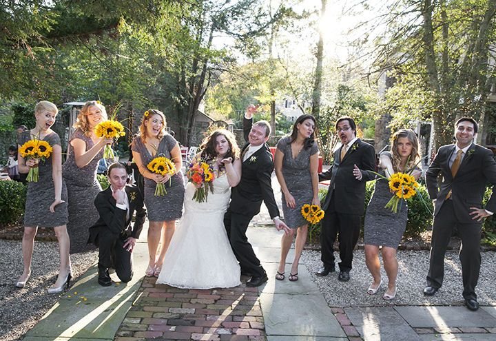 48fe4c9d36dab606 1515534450 441f5167a92c9e0b 1515534444941 1 bridal party kiss