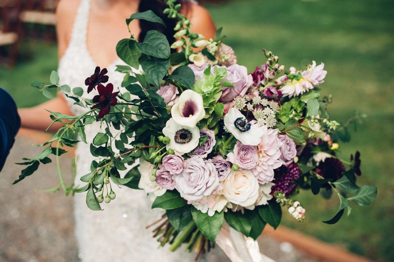 f91809e8bde4be55 1531749133 5e20240a52a8481b 1531749130678 1 bridal bouquet pur