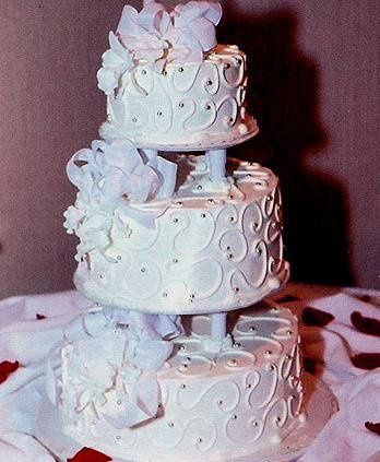 This is a raised tier with swirls, wedding bows and pearls