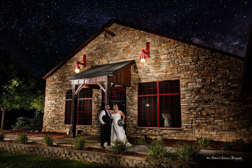 stunning starry sky wedding photography light pain