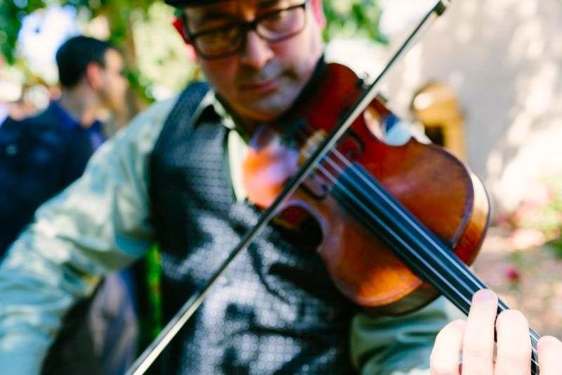 BBMP - Klezmer Fiddler Strolling in Santa Cruz Jewish Wedding