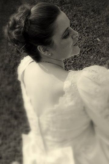 We capture the bride candidly, elegantly....